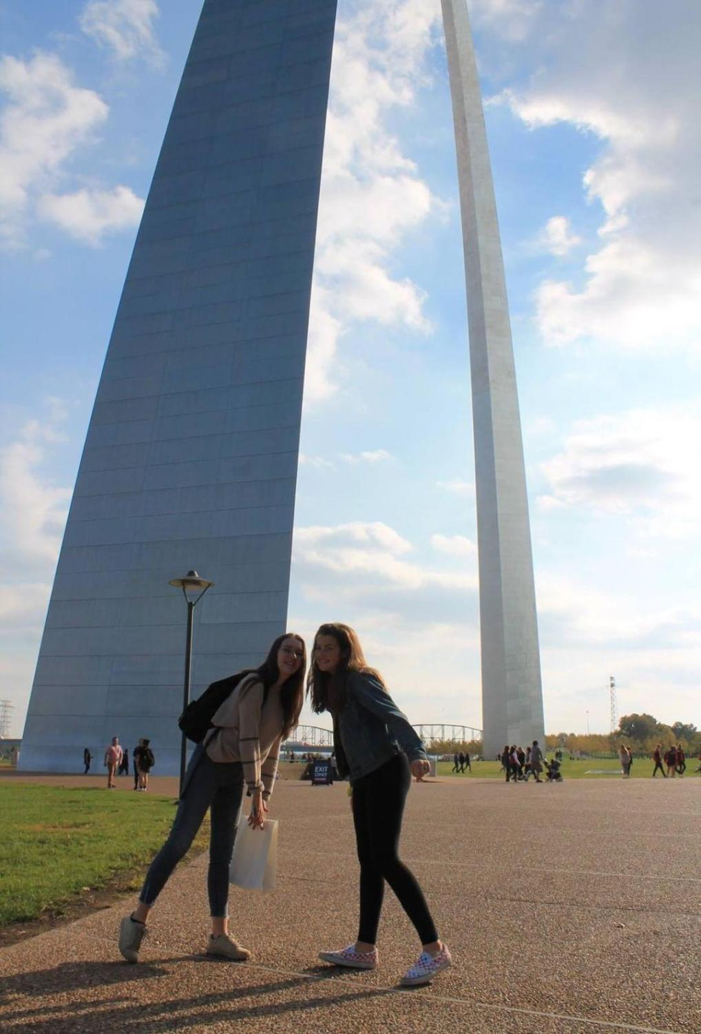 Lyllian Neuberger and French exchange student Louise Treuil pose in front of the St. Louis Arch.