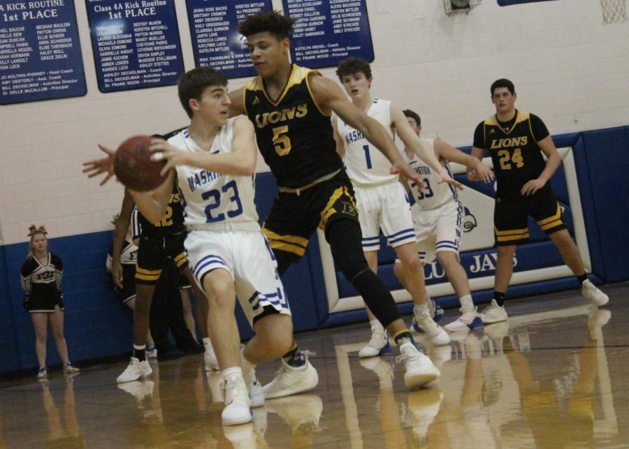 Sophomore+Zachary+Coulter+prepares+to+pass+the+ball+in+a+basketball+game+against+Fort+Zumwalt+East+Friday%2C+Jan.+18.+%E2%80%9CI+think+we+stuck+together+really+well%2C%E2%80%9D+senior+Kade+Uetz+said.+%E2%80%9CA+lot+of+guys+were+still+cheering+each+other+on%2C+even+in+the+fourth+quarter+when+we+were+down+10.%E2%80%9D+The+Blue+Jays+lost+the+game+60-41.+%0A