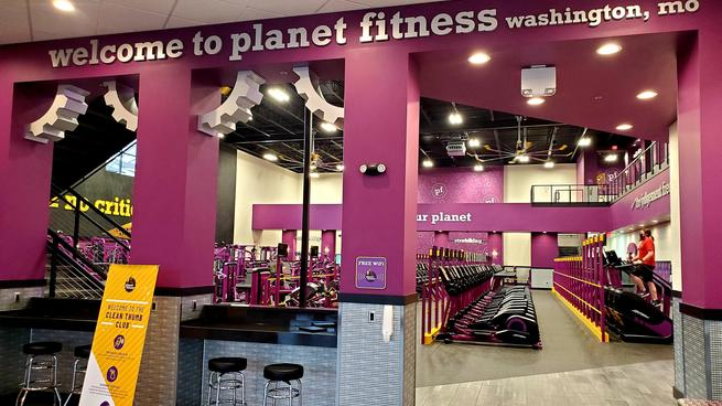 The+Planet+Fitness+Washington+location+opened+around+the+start+of+the+new+year.+%22Before+this+year%2C+I+had+a+membership+at+the+YMCA%2C+but+I+didn%27t+work+out+very+often%2C%22+junior+Lydia+Maune+said.+%22I+decided+to+switch+over+because+this+gym+is+closer+to+my+house+and+a+lot+cheaper.%22+The+gym+is+located+on+Rabbit+Trail+Drive+across+from+the+movie+theater.
